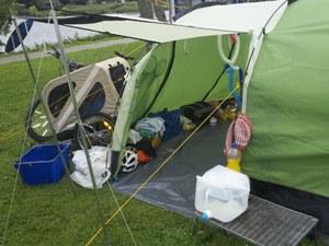 Zelt mit Vordach